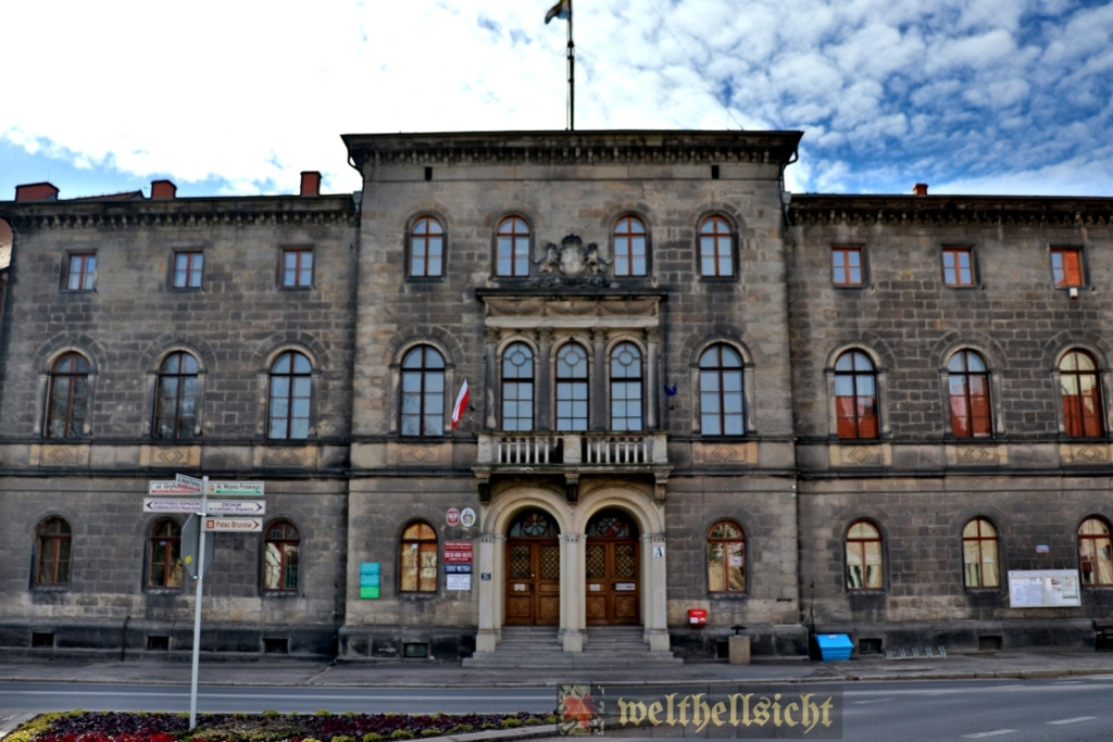 pałac we lwówku